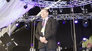 Juuret-mitali 2014 professori Raimo Väyryselle